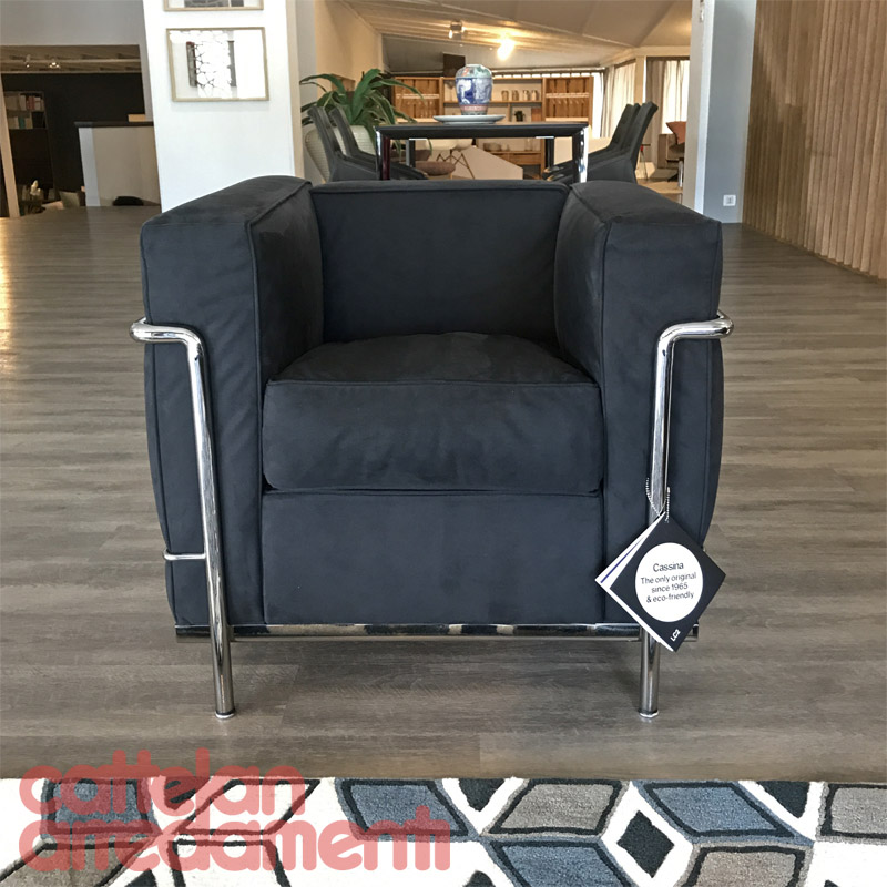 http://cattelan.it/wp-content/uploads/poltrona-lc2-cassina-cromata-chromed-black-nero-microfibra-le-corbusier-original-expo-outlet-sale-offerta-1.jpg