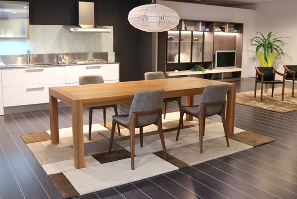 Showroom Cattelan Arredamenti tavolo legno