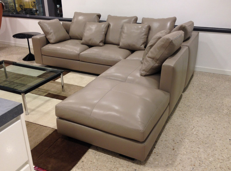 Offerta divano massimosistema nest di poltrona frau for Divano frau outlet